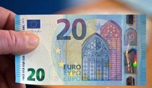 evro-v-rossii-obvalilsja-do-psihologicheskogo-minimuma