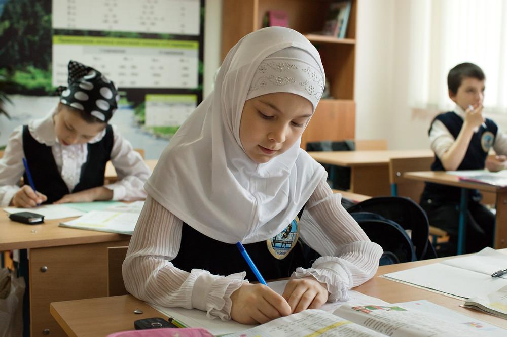 Хиджап киген оқушыны мектептен ешкім қуа алмайды. Заң солай — вице-министр