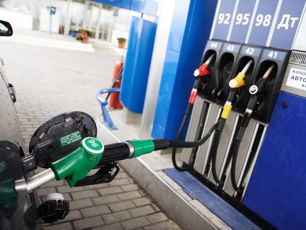 Бензин ең басты экспорттық тауардың біріне айналды — ел ішіндегі бағасы арзандады